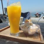 音楽と珈琲の店 岬  - オレンジジュース、ホットコーヒー、アイスクリーム
