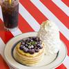 エッグスンシングス - 料理写真:★期間限定★アメリカンチェリーカスタードパンケーキ