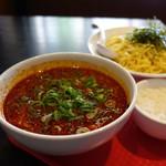 究極ジェイズラーメン - 料理写真:「辛つけ麺」 つけ汁アップ かなり「赤い」つけ汁