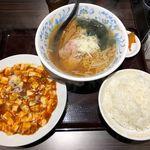嘉楽料理館 - マーボー豆腐とラーメンセット 750円 + ライス大盛 80円