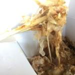 ばくだん焼本舗 - 料理写真:たこ焼きとお好み焼きともんじゃのいいとこ取り!だそう。うん、確かに。トロトロアツアツでんまい!!