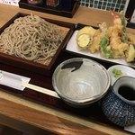 お蕎麦とお酒 さんぽ径 - 天ぷら蕎麦1300円。