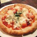 サムタイム - トマトとアンチョビのピザ