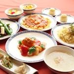 ふかひれスープ,海老チリ,炒飯を含む贅沢ランチコース!! 彩華(さいか) 全8品 5,076円