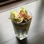 宮の森珈琲 - コップにぎっしりサラダ。