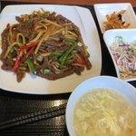 百菜百味 - ランチ 牛肉とピーマン炒め