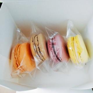 PATISSERIE CHIA - 料理写真:箱の中のマカロン