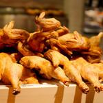 神保町魚金 弐 - こちらの店舗では鶏の半身揚げをご提供しております。