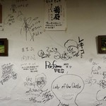 ぽろ ホームメイドキッチン - 壁にサインがいっぱい