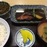 動坂食堂 - 煮魚の定食…、なんの魚だったかね…忘れたね…