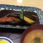 動坂食堂 - 真っ黒くろすけな煮魚を、黒~ずあっぷ…