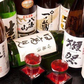 京の地酒から全国の希少品まで取り揃え