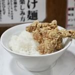 つけ麺 ラーメン ヤゴト55 - サービスライスと唐揚げ