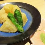 おでんと日本酒 卸 - おでん出汁の大根のから揚げ。