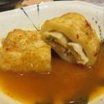 おでんと日本酒 卸 - 博多風おでんの定番具と言えば、餃子巻き。つゆはピリ辛バージョンです。