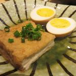 おでんと日本酒 卸 - 厚揚げと玉子。 あご(飛魚)出汁のおつゆは日本酒に合います。