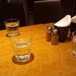中村屋アットウエストパークカフェ シモキタザワ - テーブル
