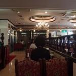 カフェ&レストラン談話室 ニュートーキョー - 昭和ゴージャスな店内