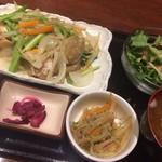 ゴリラ食堂 - 日替わり定食(鶏肉と風天さんの葉ニンニクの塩炒め)