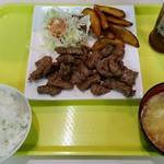 大衆食堂ミッキー - カットステーキ(塩コショウ)