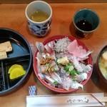 生麦 - 料理写真:アジ・イワシ丼(900円)