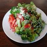 Trattoria ALBERO - お皿は小さめだけど、トッピングやドレッシングでアレンジが楽しいサラダビュッフェ(その2)