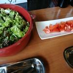 Trattoria ALBERO - 種類豊富な野菜がズラリ!野菜不足が解消できるサラダビュッフェ(その1)