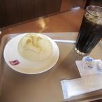 パーネ - 料理写真:アイスコーヒーとポテトソフトフランス