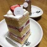 CALVA - 完熟イチゴのショートケーキ