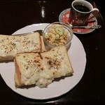 カフェ・トロワバグ - グラタントーストのコーヒーとのセット1100円