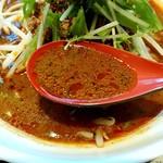 四川麺匠 炎 - 黒胡麻シャバ系のスープ
