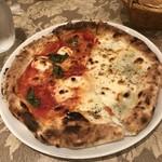 85874974 - マルゲリータと4種のチーズピザ(+200円)