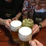 85878736 - 親のスネをかじる娘達と乾杯( ・᷄ᄇ・᷅ )苦笑