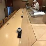 和田上 - 清潔な店内