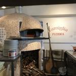 PIZZERIA FAMIGLIA - 本格的石窯、5分もあれは焼けます(2018.5.15)