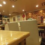 台湾料理 海鮮館 - 店内の様子 写真左手がお店入口