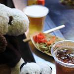 駒川ホルモン - ドリンクは、ボキはビール、ちびつぬはウーロン茶。 (メニューには書いてなかったけどウーロン茶もOKでした)