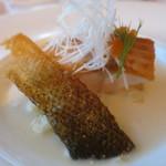 レストラン山崎 - 青森県鰺ヶ沢産幻の魚イトウ 帆立貝とりんごのソース