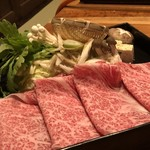 西新初喜 - ◆お肉は見るからに美味しそう。一人4枚付き、お野菜もタップリ。