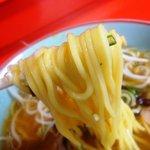 ラーメン専門 川崎 - 四角い断面の中太ストレート麺