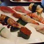 若鮨 - 料理写真:昼にぎり1,050円。
