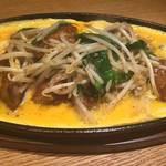 鉄板 レバニラ炒めの卵とじ