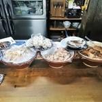 Ibata - カウンターに並ぶ 酒の肴