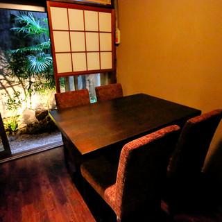 モダンな和個室。接待や商談、海外の方のおもてなしに
