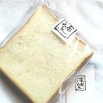 85897920 - 角食パン。