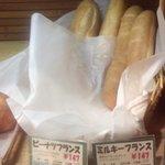 """859430 - 空堀商店街European Bread""""GREEN""""ピーナツフランス147円とミルキーフランス147円"""