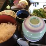 活魚小松 - 茶碗蒸し閉めたまま撮影してた…