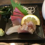 活魚小松 - 気持ち程度のお刺身(・ω・)