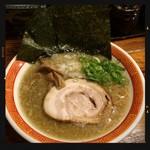 たつ屋 - 魚節豚骨ラーメン 780円