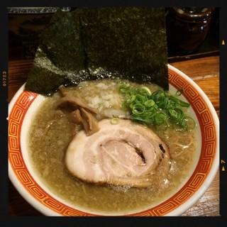 たつ屋 日ノ出町店 - 魚節豚骨ラーメン 780円